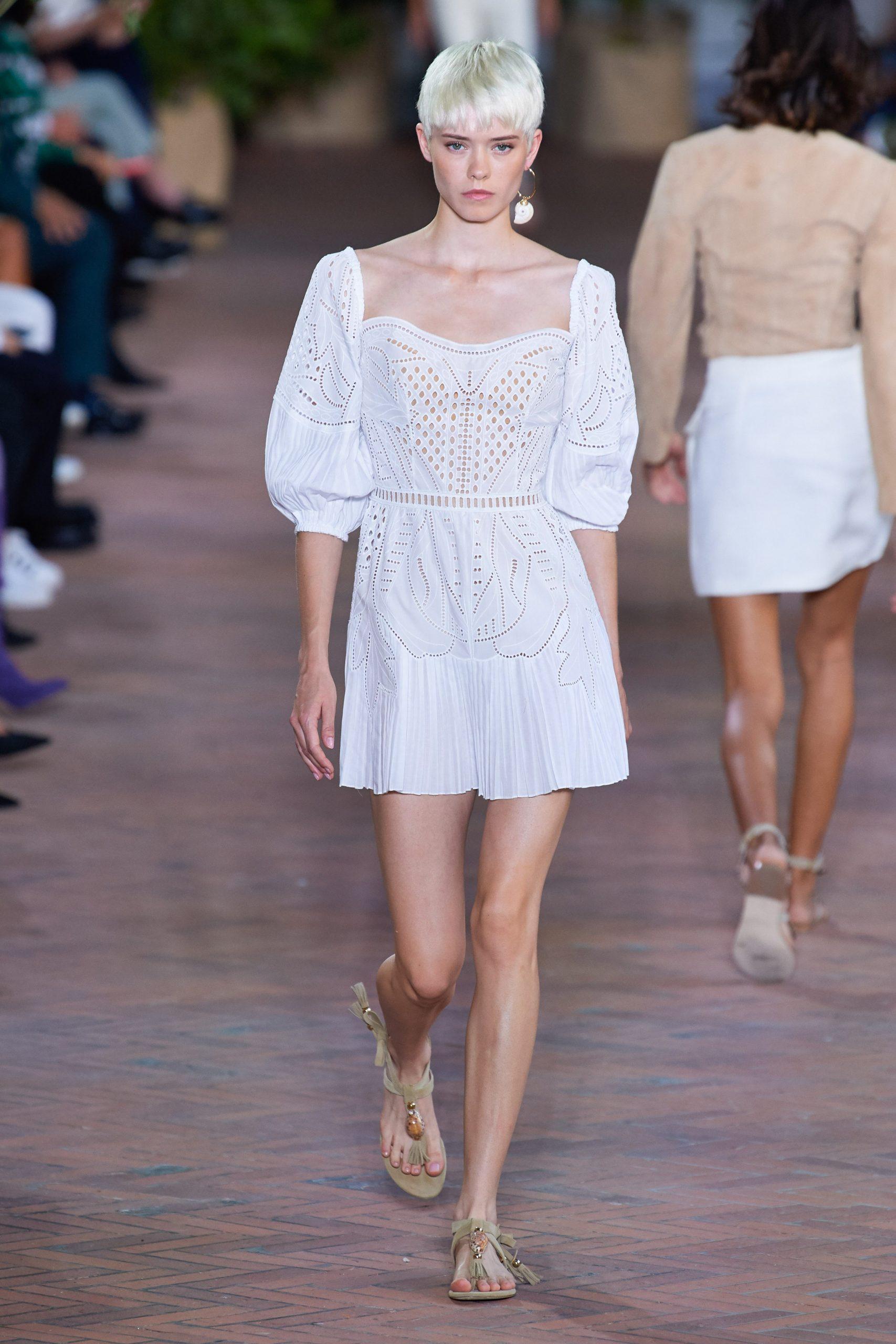 Alberta Ferretti Spring 2021, vestidos de novia para mujeres alternativas - Wedding Hub - 06