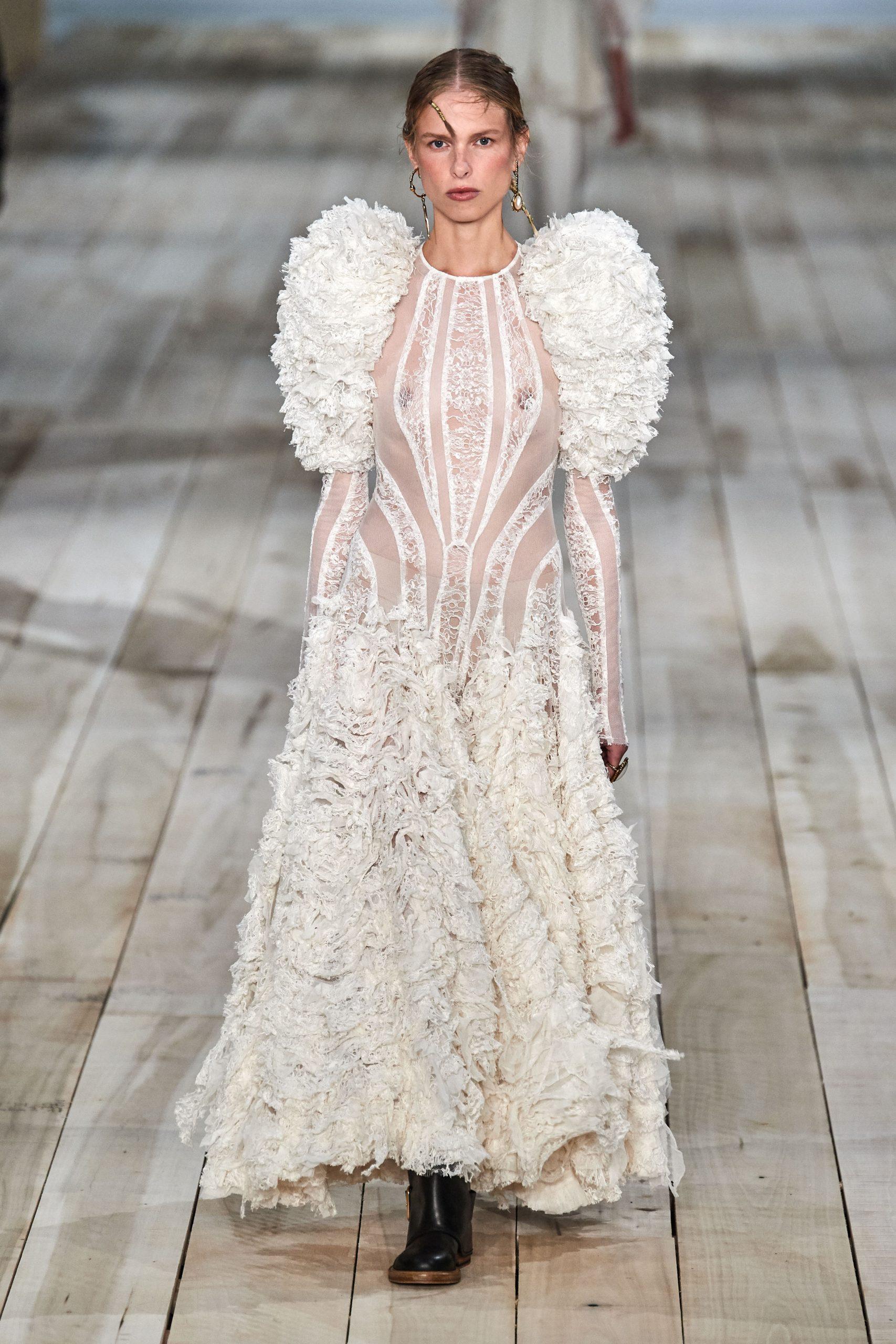 Alexander McQueen vestidos de novia 2021 - Wedding Hub - 012