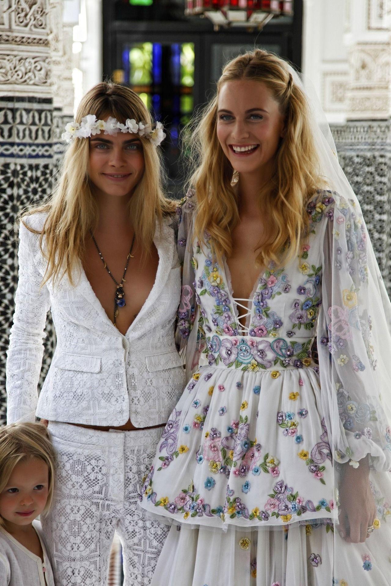 celebridades que vistieron un vestido de novia de color - Poppy Delevingne - Wedding Hub - 03