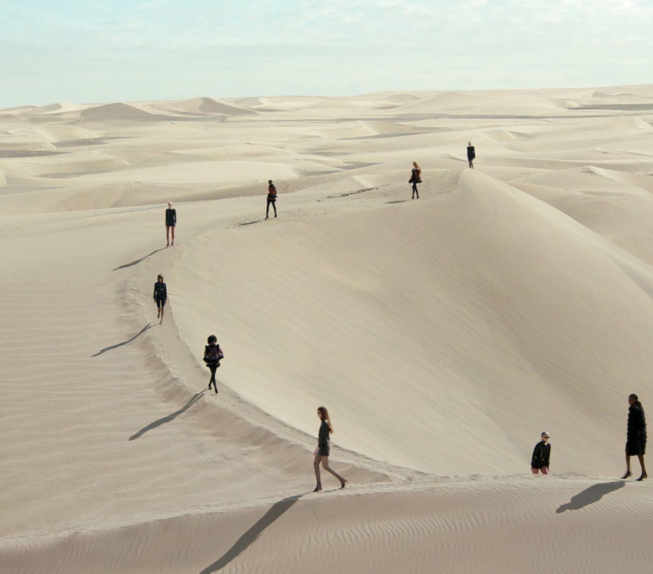 Saint Laurent Spring 2021: La obra maestra de Anthony Vaccarello en el desierto