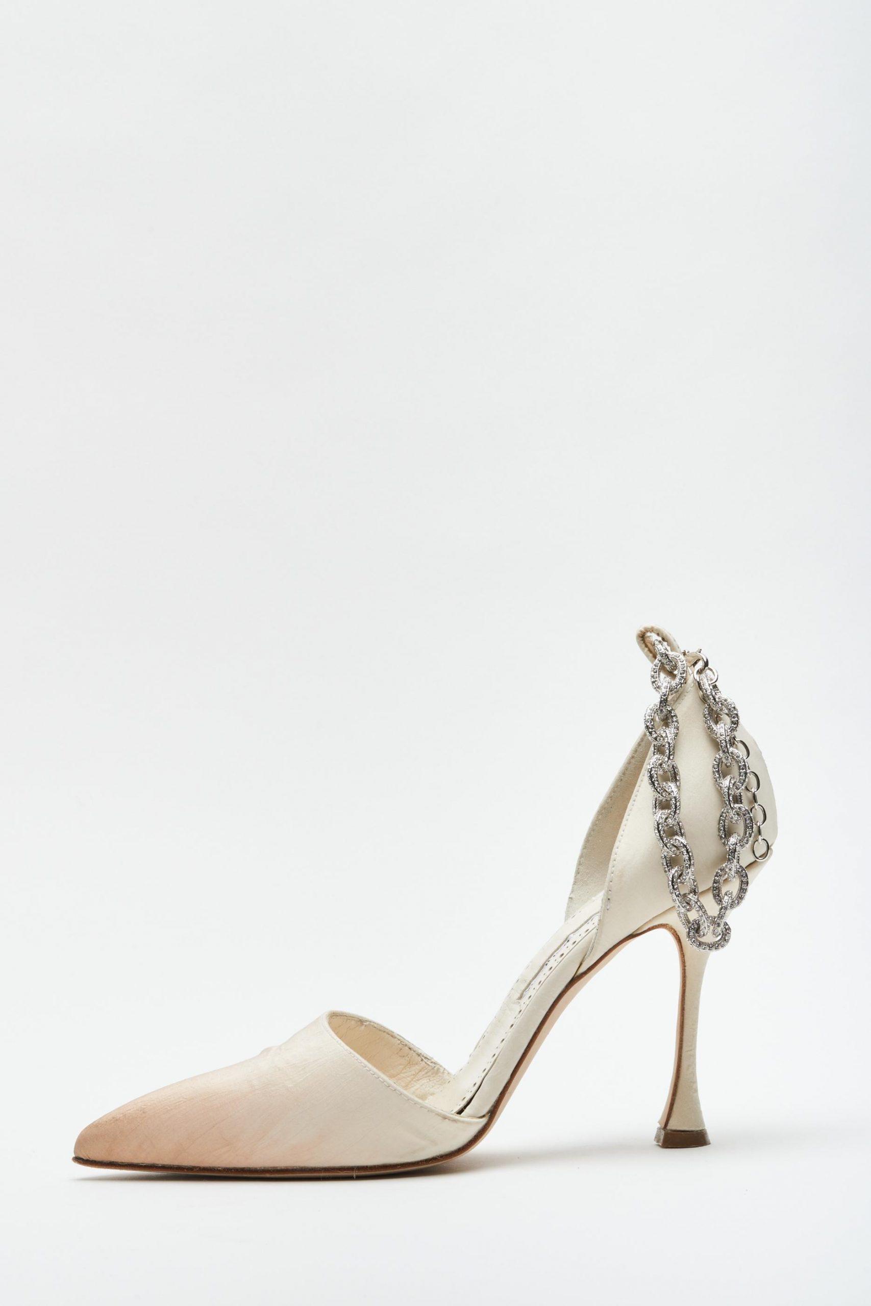 Zapatos de novia Manolo Blahnik para Danielle Frankel, vestidos de novia Danielle Frankel - Wedding Hub - 08
