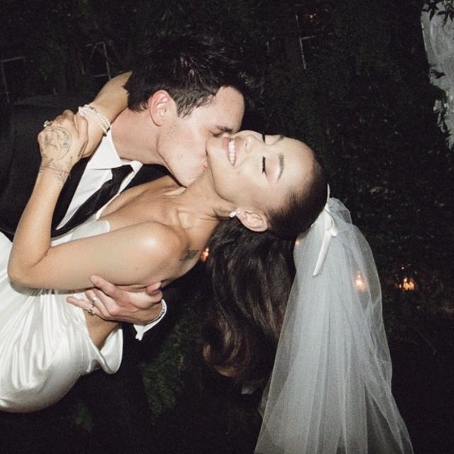 https://weddinghub.wtf/wp-content/uploads/2021/05/Captura-de-Pantalla-2021-05-26-a-las-16.45.35-640x640.png