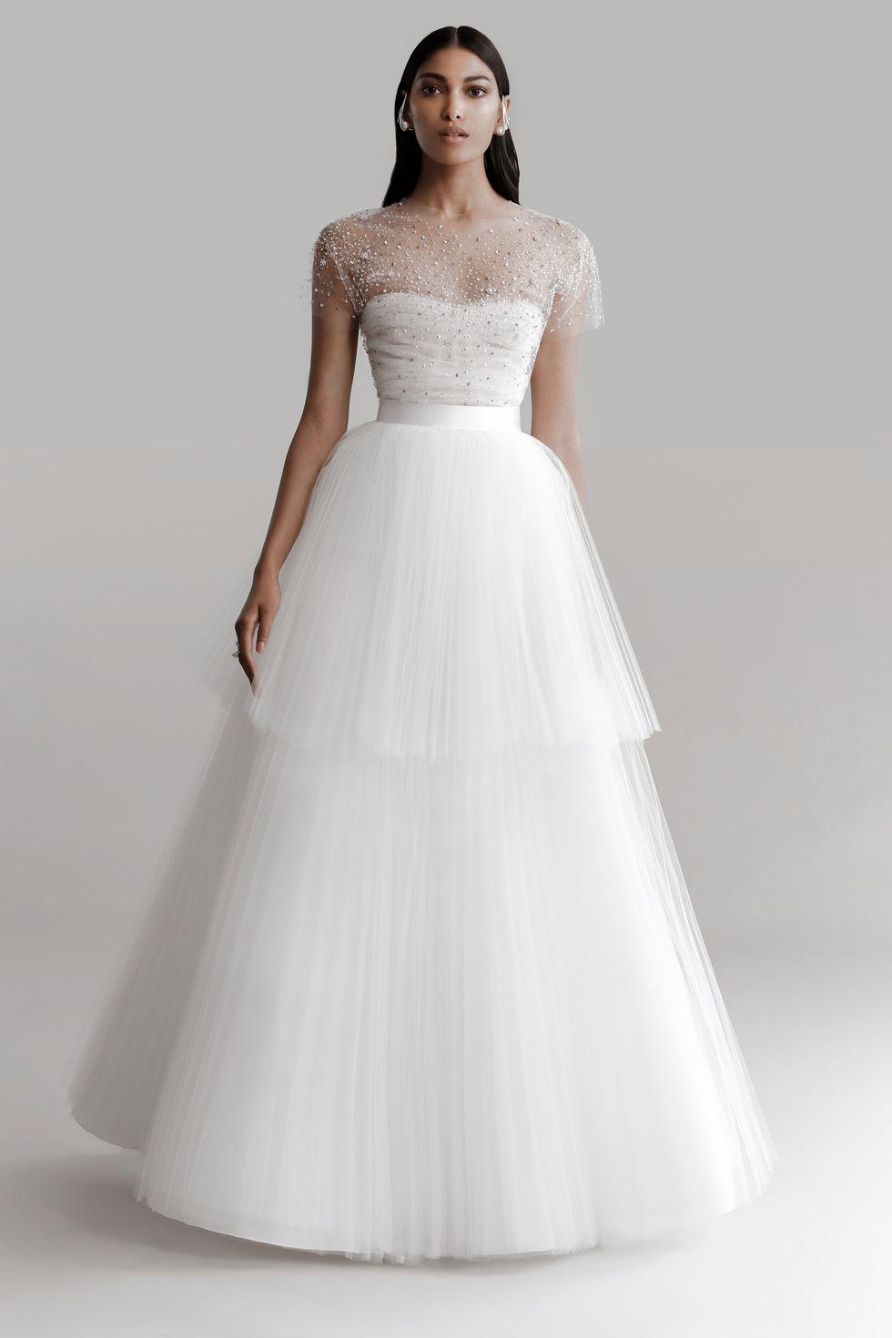 Vestidos de novia Prabal Gurung 2022, tendencias en vestidos de novia 2022, tendencias para novias 2022, moda para novias 2022 - Wedding Hub - 01