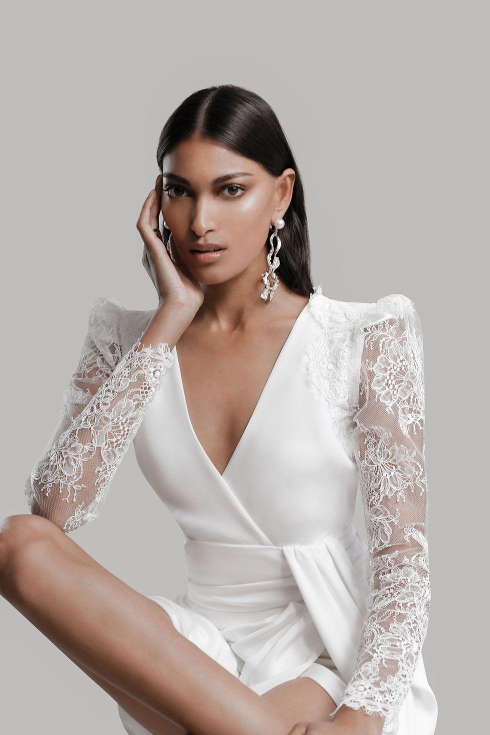 Vestidos de novia Prabal Gurung 2022, tendencias en vestidos de novia 2022, tendencias para novias 2022, moda para novias 2022 - Wedding Hub - 017