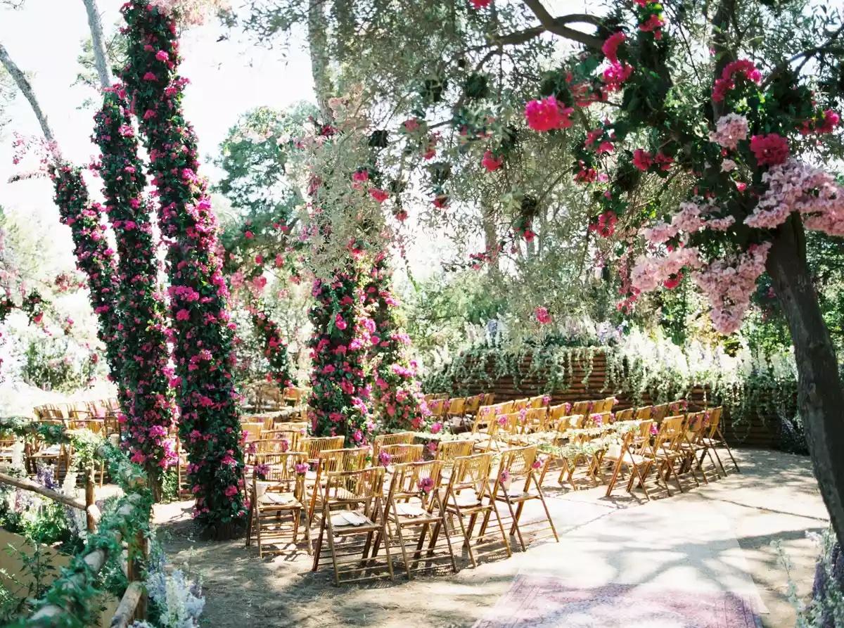 Más de 20 ideas increíbles para decorar el camino al altar en tu boda