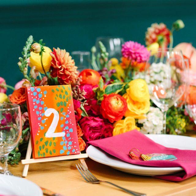 https://weddinghub.wtf/wp-content/uploads/2021/09/Ideas-coloridas-para-decorar-mi-boda-Mary-Costa-Photography-Wedding-Hub-02-640x640.jpg