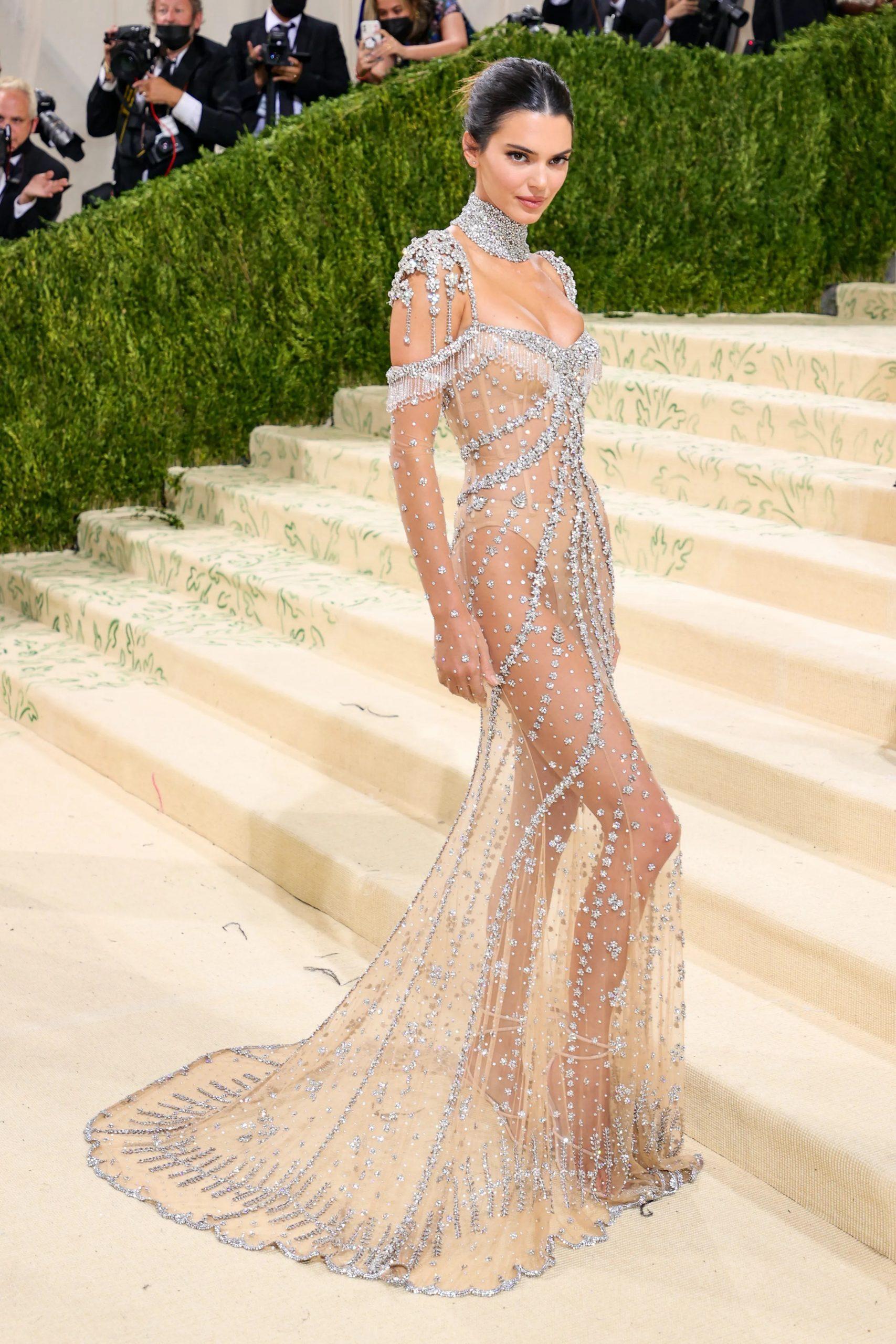 Kendall Jenner, MET GALA 2021, Los vestidos más cool y originales de la MET GALA 2021 - Wedding Hub - 01