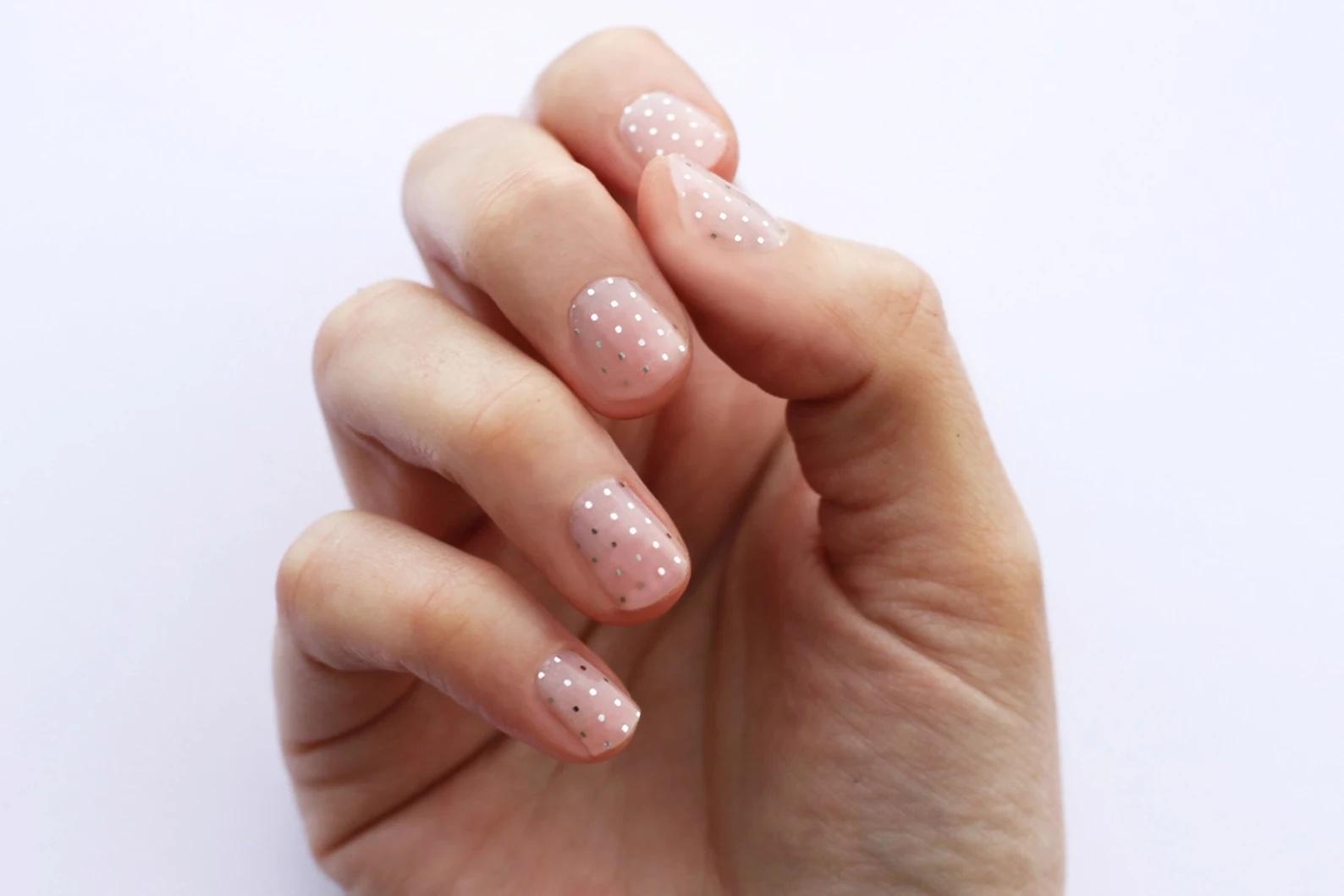 Tendencias en manicure para novias 2021 2022 - Etsy - Wedding Hub - 010