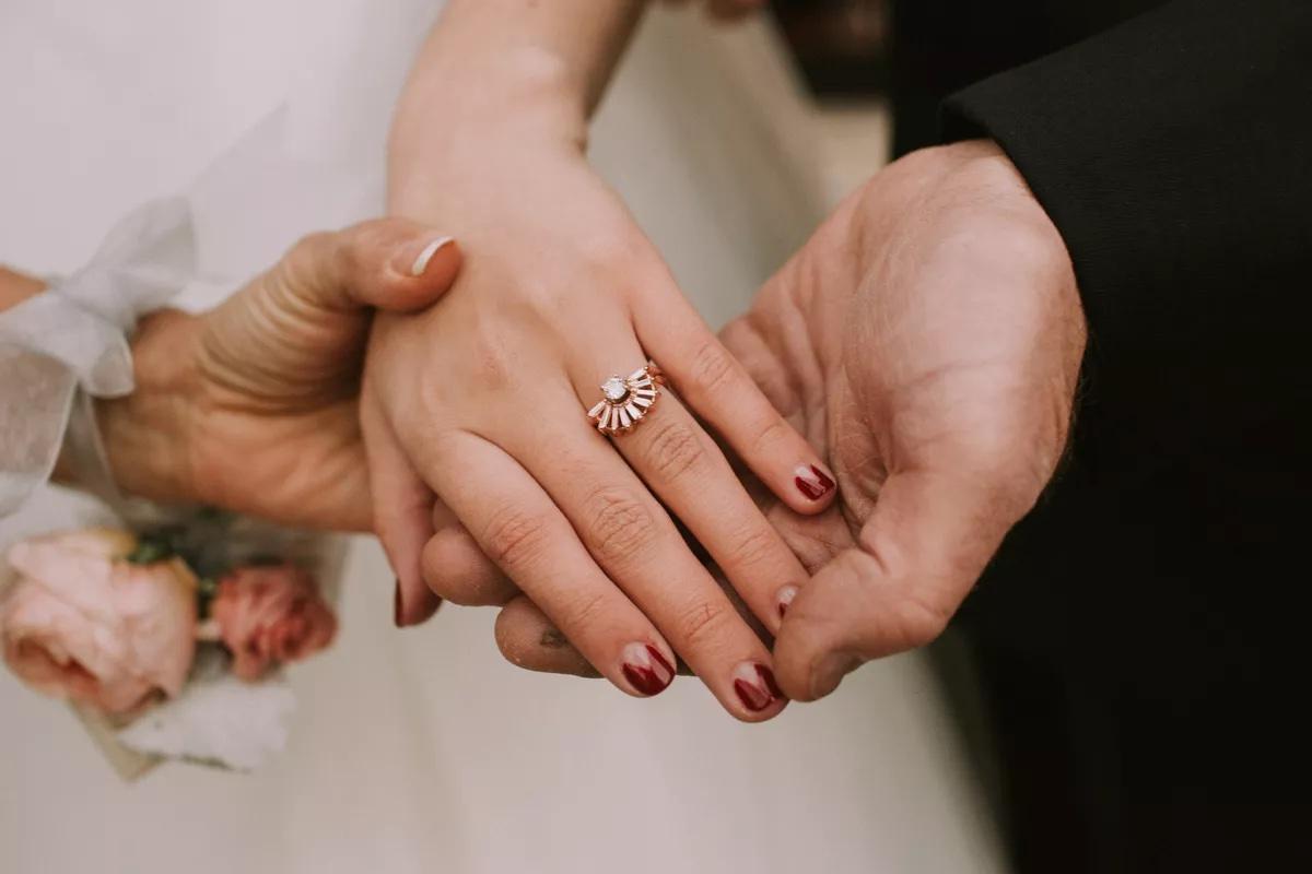Tendencias en manicure para novias 2021 2022 - Hartman Outdoor Photography - Wedding Hub - 02