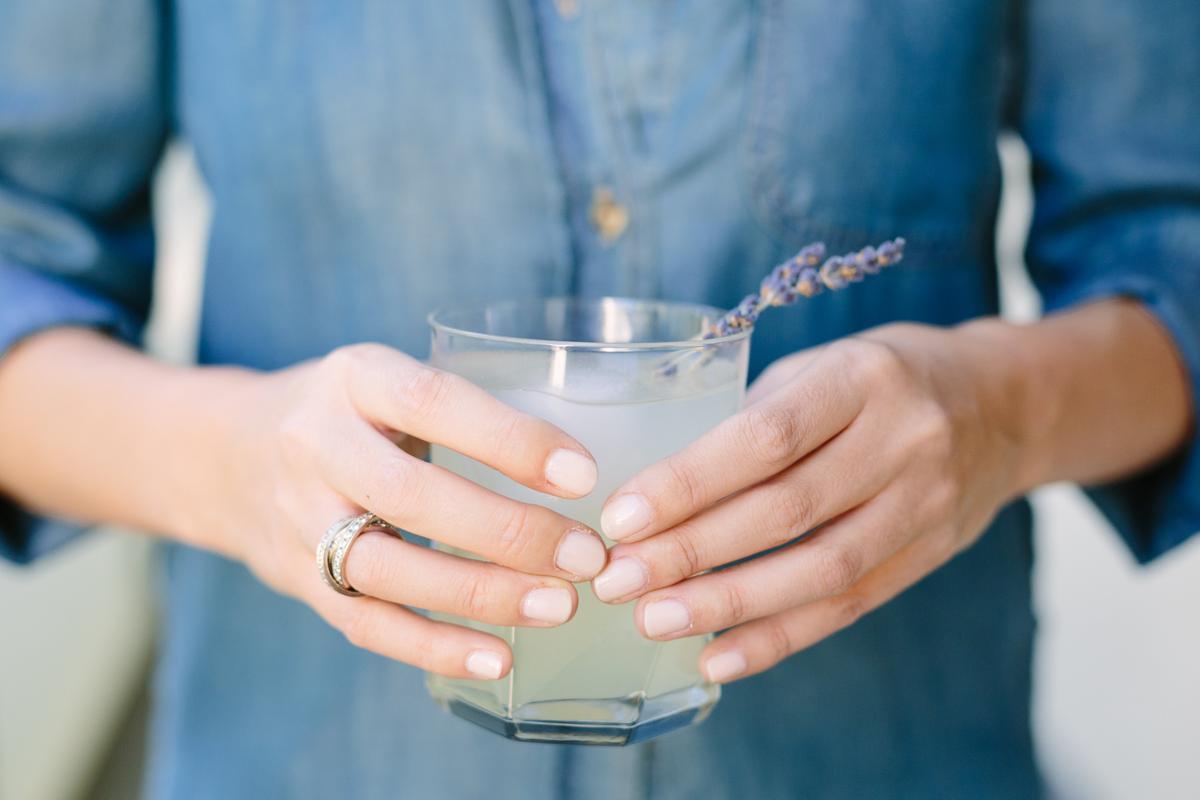 Tendencias en manicure para novias 2021 2022 - Jodee Debes Photography - Wedding Hub - 02