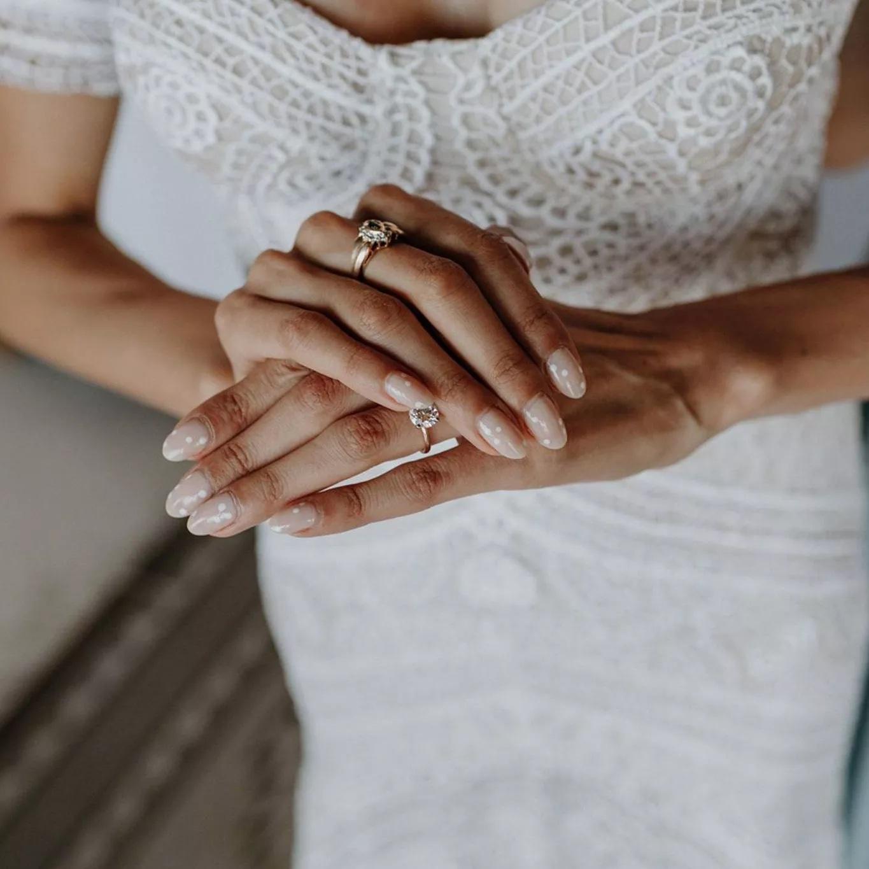 Tendencias en manicure para novias 2021 2022 - Katie Ruther - Wedding Hub - 02
