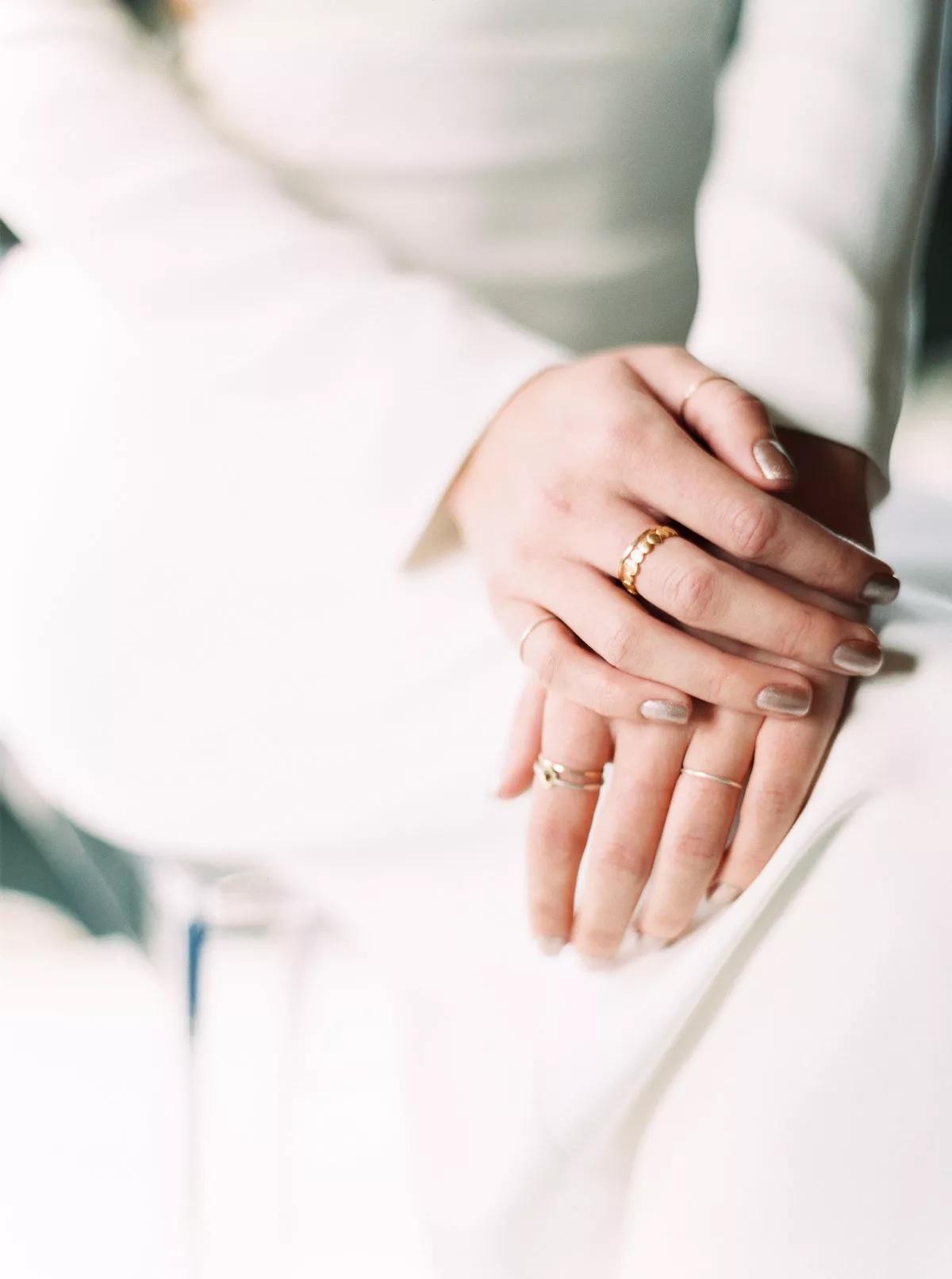Tendencias en manicure para novias 2021 2022 - Orange Photographie - Wedding Hub - 02