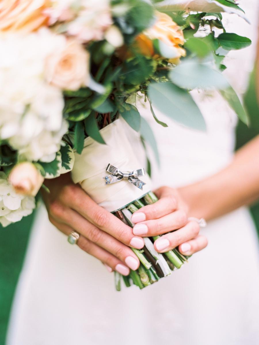 Tendencias en manicure para novias 2021 2022 - Taylor Lord Photography - Wedding Hub - 02